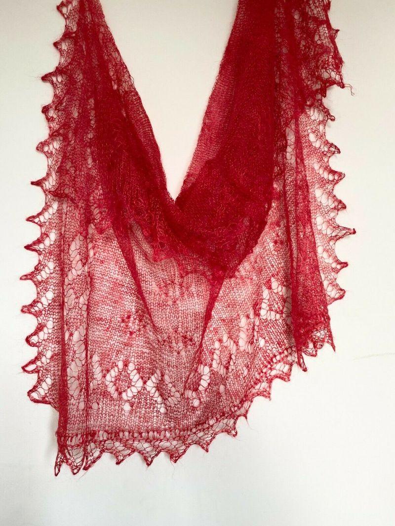 Kleinesbild - Handgearbeiteter Orenburg-Schal aus Ziegenwolle, Farbe: imperial-rot # 32, 120x120 cm / Unikat