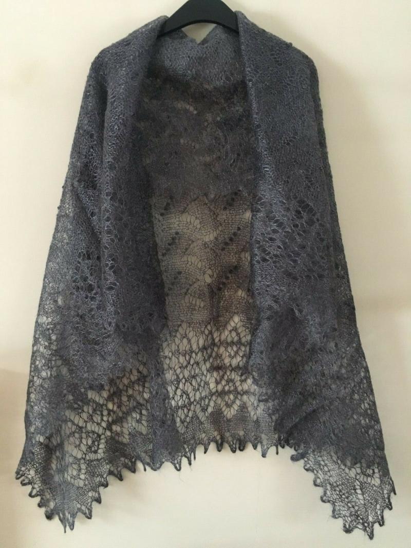 - Handgestrickter Luxus-Orenburg-Schal aus Ziegenwolle mit 20% Seide, Farbe: grau, 140 x 140                           cm  - Handgestrickter Luxus-Orenburg-Schal aus Ziegenwolle mit 20% Seide, Farbe: grau, 140 x 140                           cm