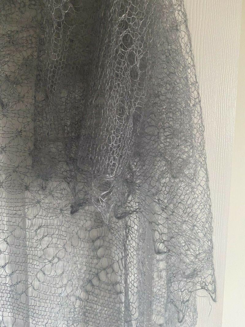 Kleinesbild - Kalinka-Orenburg-Schal aus Ziegenwolle mit 20% Seide, 135 x 135 cm, Farbe: storm-cloud / sturmgrau # 2, Unikat