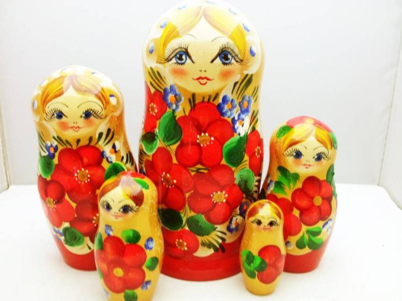 - Handgearbeitete Matroschka mit Blumenmotiv, gelb-rot, 5-er Set, Unikat  - Handgearbeitete Matroschka mit Blumenmotiv, gelb-rot, 5-er Set, Unikat
