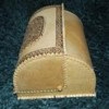 Kleinesbild - Birkenrinden-Brotkasten mit Rolldeckel Motiv, Handarbeit, 31x26x19 cm, Unikat