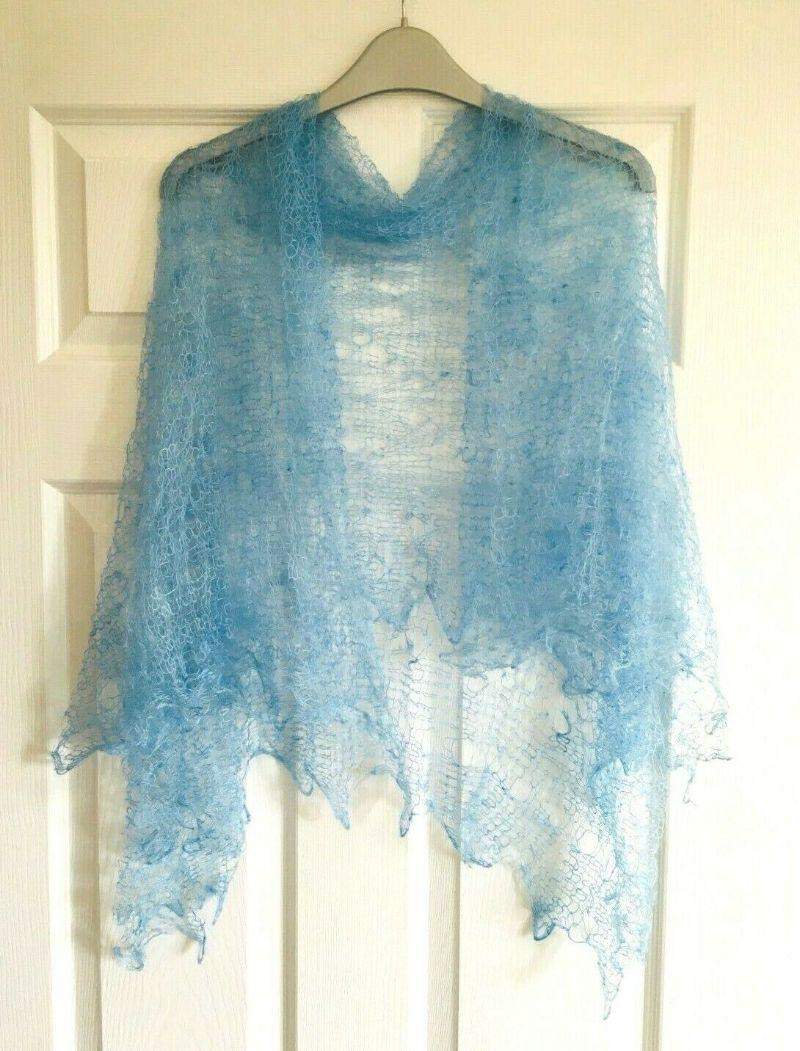 - Handgearbeiteter Orenburg-Schal aus Ziegenwolle, Farbe: himmelblau #14, 120x120 cm / Unikat   - Handgearbeiteter Orenburg-Schal aus Ziegenwolle, Farbe: himmelblau #14, 120x120 cm / Unikat