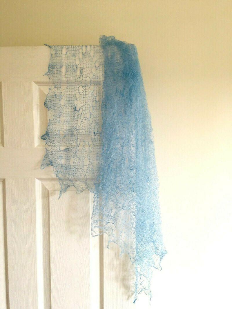 Kleinesbild - Handgearbeiteter Orenburg-Schal aus Ziegenwolle, Farbe: himmelblau #14, 120x120 cm / Unikat