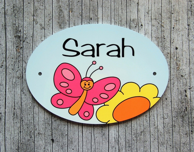 Kleinesbild - Namensschild mit Anhänger **Finchen Falter** von ZWEIFARBIG Namensset Geschenk Geburt Taufe Türschild Kindergarten Kinderzimmer