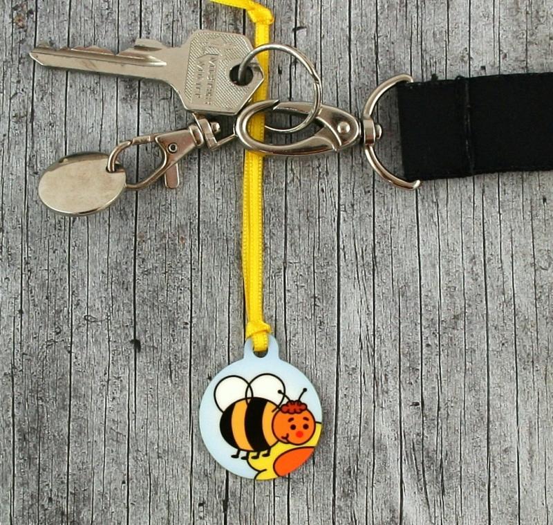 Kleinesbild - Anhänger **Heinzi Hummel** von ZWEIFARBIG 3,2cm Glücksbringer Schlüsselanhänger Kindergarten Geburtstag Einschulung Geschenk