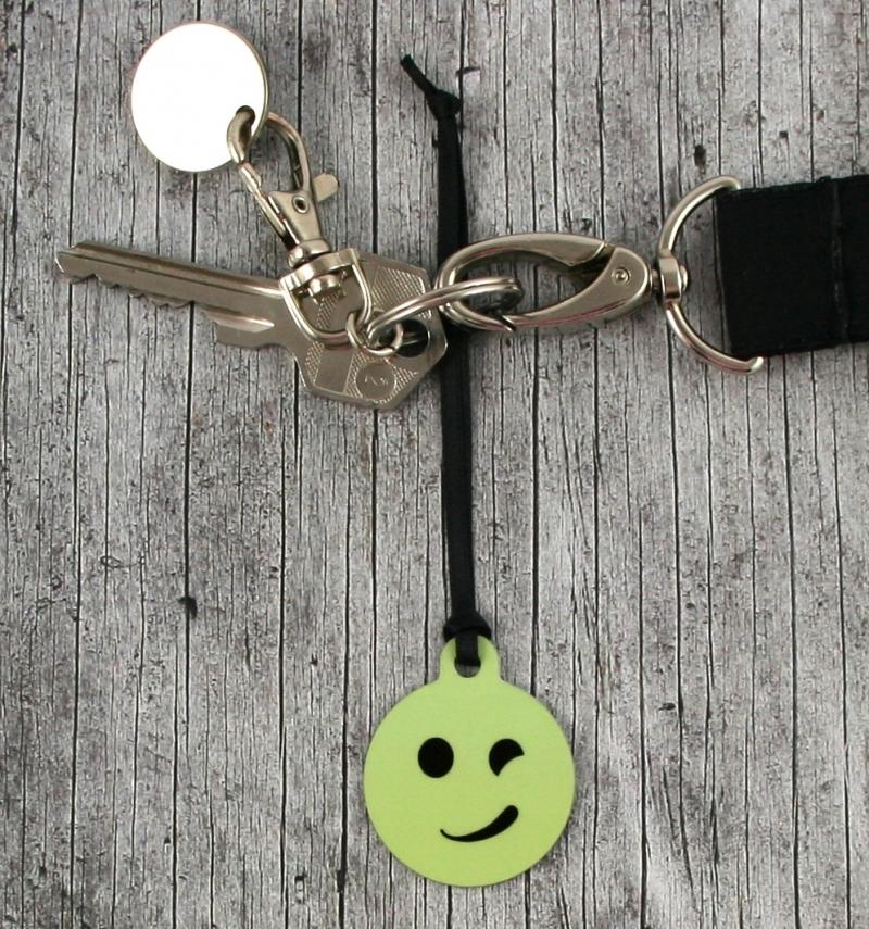 Kleinesbild - Anhänger **Schelm** von ZWEIFARBIG 3,2cm Glücksbringer Schlüsselanhänger Taschenanhänger Geschenk Einschulung Kindergarten Geburtstag