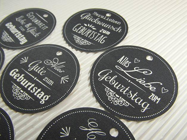material geschenkanh nger kreidetafel look geburtstag deko anh nger geschenk schwarz wei papier. Black Bedroom Furniture Sets. Home Design Ideas