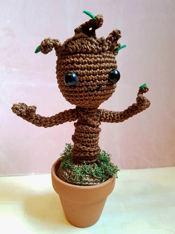 - Gehäkeltes Amigurumi inspiriert von Groot aus Baumwolle mit Tontopf - Gehäkeltes Amigurumi inspiriert von Groot aus Baumwolle mit Tontopf