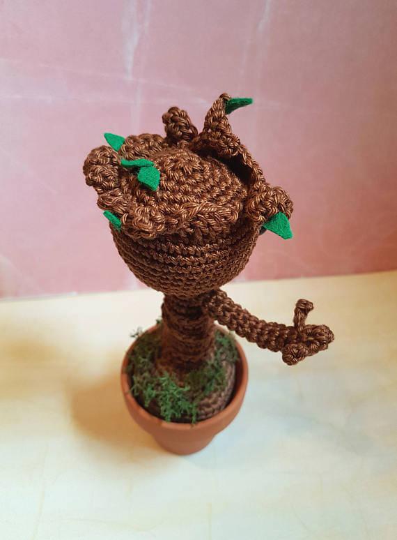 Kleinesbild - Gehäkeltes Amigurumi inspiriert von Groot aus Baumwolle mit Tontopf