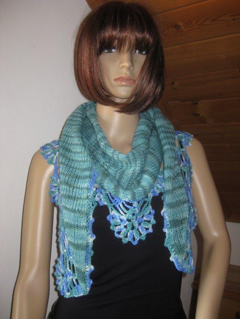 Kleinesbild - Dreieckstuch, Schaltuch aus handgefärbter Wolle, gestrickt und gehäkelt, Schal, Stola