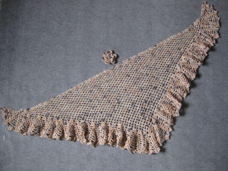 Kleinesbild - Dreieckstuch, Cape, Umhang aus weicher Wolle (Merino) mit breiter Musterkante, gehäkelt