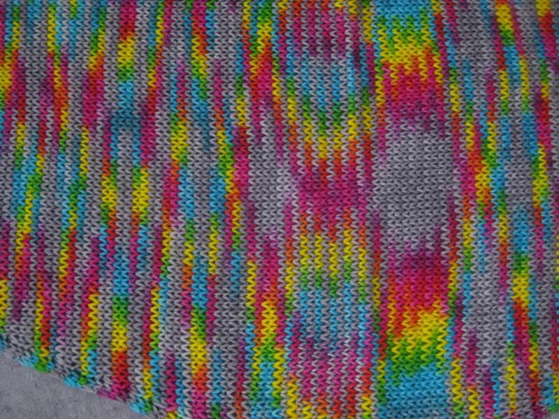 Kleinesbild - Dreieckstuch, Schaltuch aus handgefärbter Wolle mit auffälligen Farbeffekten, gestrickt, Schal, Stola