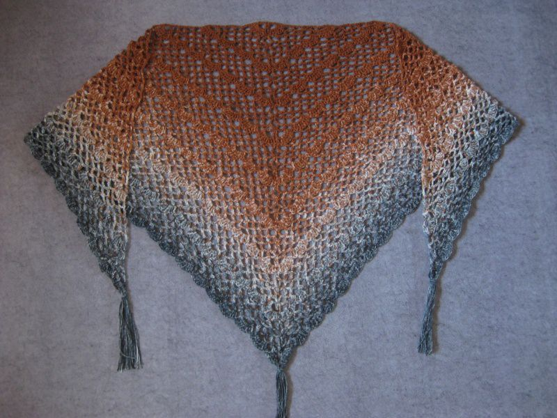 Kleinesbild - Großes Dreieckstuch aus weicher Merinowolle mit langem Farbverlauf , gehäkelt
