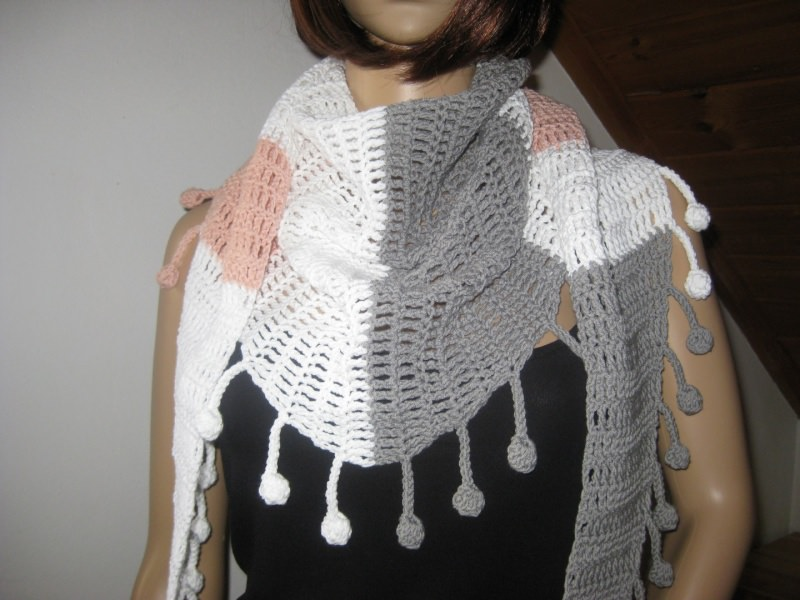Kleinesbild - Dreieckstuch aus Baumwolle mit hübscher Bommel-Kante, gehäkelt, Schaltuch, Schal, Stola