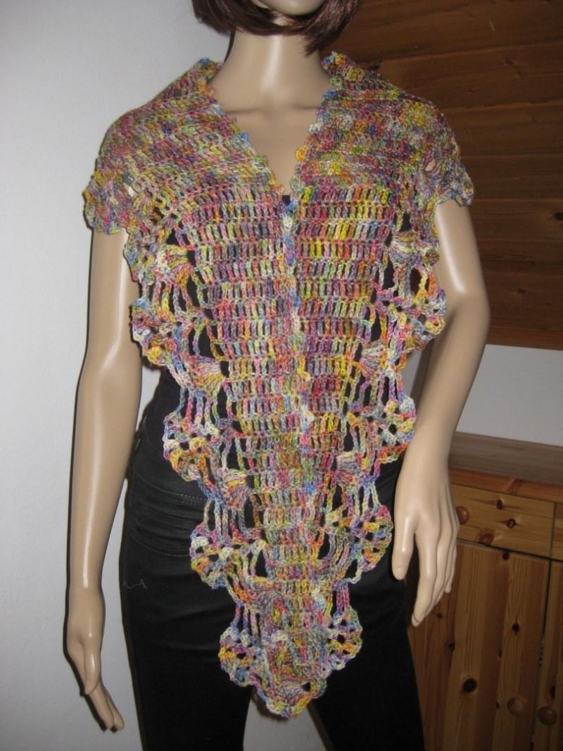 Kleinesbild - Schaltuch aus handgefärbter Wolle mit breiter Musterkante, gehäkelt, Schal, Dreieckstuch