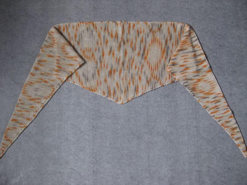 Kleinesbild - Dreieckstuch, Schaltuch aus handgefärbter Wolle mit Seide, gestrickt
