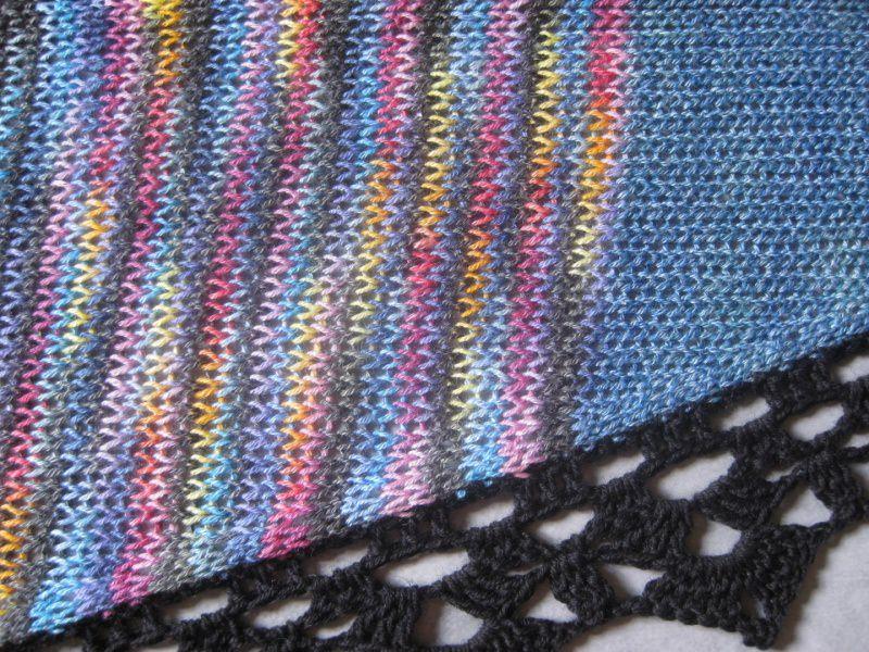 Kleinesbild - Dreieckstuch, Schaltuch aus handgefärbter Wolle mit Baumwolle, gestrickt und gehäkelt, Schal, Stola