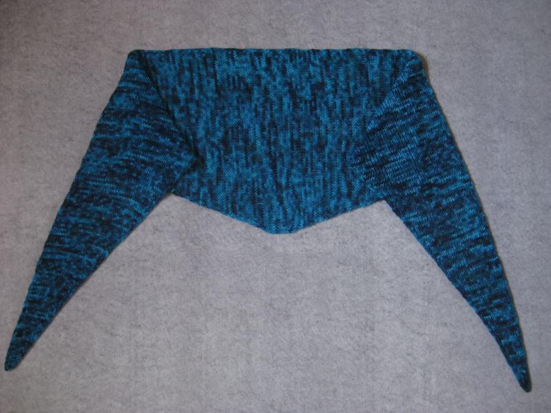 Kleinesbild - Schaltuch aus handgefärbter Wolle, gestrickt, Dreieckstuch, Schal, Stola