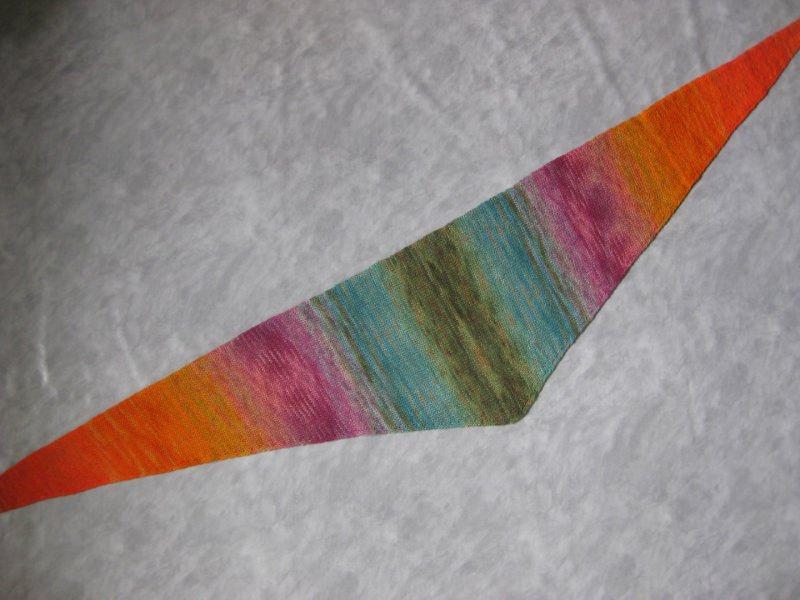 Kleinesbild - Dreieckstuch, Schaltuch aus handgefärbter Wolle mit langem Farbverlauf, gestrickt, Schal, Stola