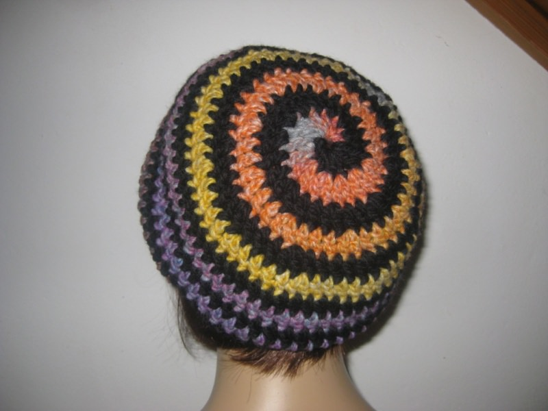 Kleinesbild - Mütze, Beanie im Spiral-Design in schwarz-bunt