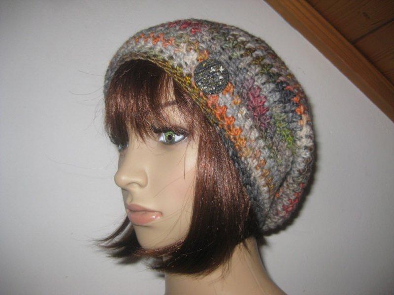 - Mütze, Beanie mit auffälligem Farbverlauf in grau-bunt  - Mütze, Beanie mit auffälligem Farbverlauf in grau-bunt