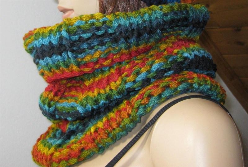 - Schlauchschal, Schal, Loop, gestrickt in schönen bunten Farben - Schlauchschal, Schal, Loop, gestrickt in schönen bunten Farben