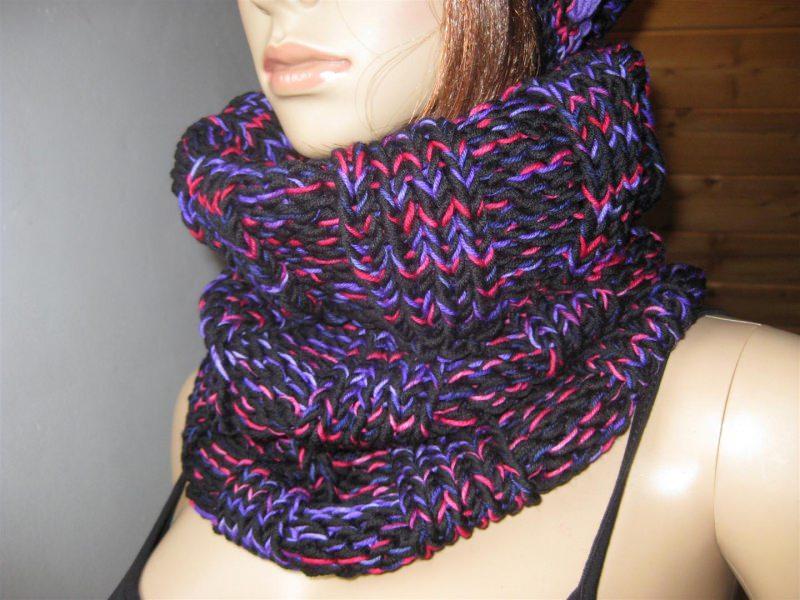 - Schlauchschal, Schal, Loop, gestrickt, in schwarz mit pink und lila - Schlauchschal, Schal, Loop, gestrickt, in schwarz mit pink und lila