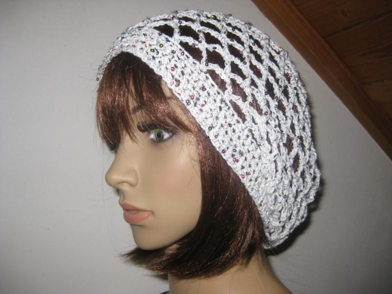 - Mütze, Beanie, Sommer-Mütze mit Pailletten und Glanzfaden in weiß - Mütze, Beanie, Sommer-Mütze mit Pailletten und Glanzfaden in weiß