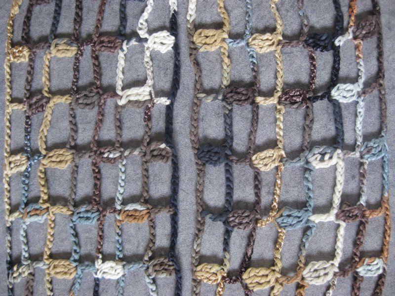 Kleinesbild - Schmuckschal, Ausgefallener Häkelloop in braun, schwarz und weiß aus Effektgarn
