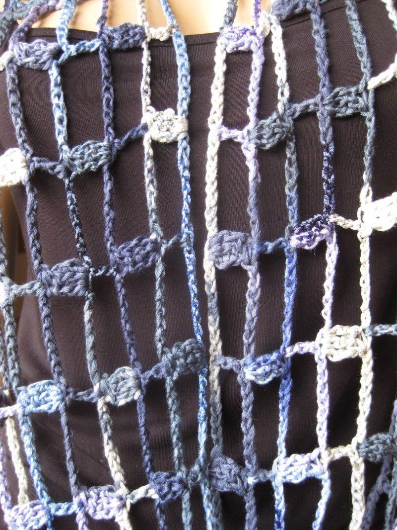 Kleinesbild - Schmuckschal, Ausgefallener Häkelloop in Blautönen aus Effektgarn