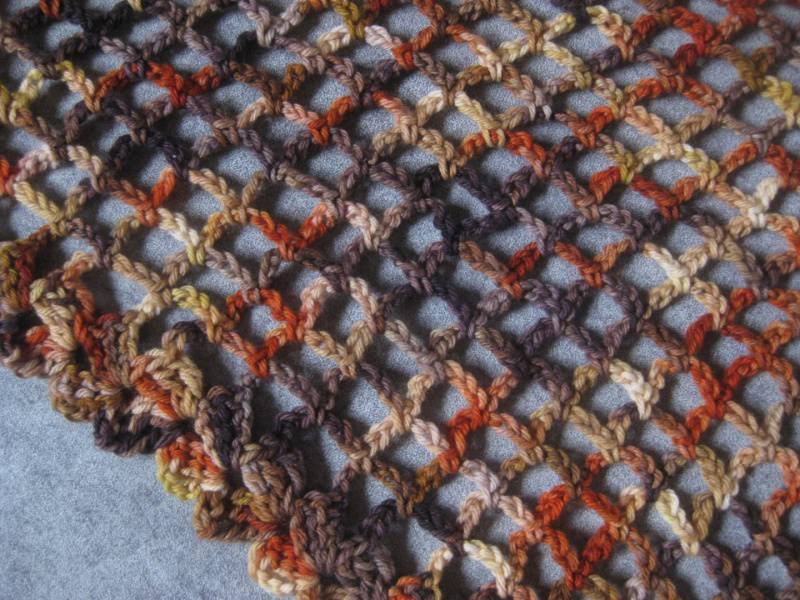 Kleinesbild - Dreieckstuch aus handgefärbter Wolle, Stola, Schultertuch , gehäkelt