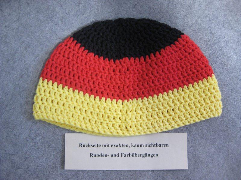 Kleinesbild - Männermütze extrakurz (ohrfrei), für Fußballfans, Mütze, aus Baumwolle mit Elasthan