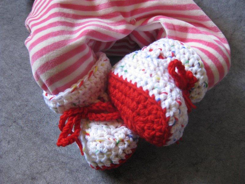 Kleinesbild - Babyschuhe Gr. 0, Babysocken aus exrafeiner Merino-Wolle