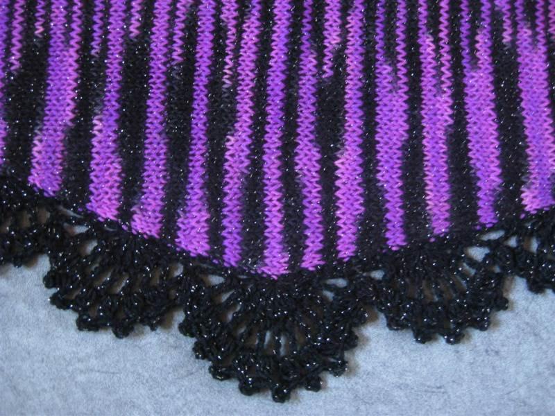 Kleinesbild - Dreieckstuch mit Glitzer, Schaltuch aus handgefärbter Wolle, gestrickt und gehäkelt, Schal, Stola