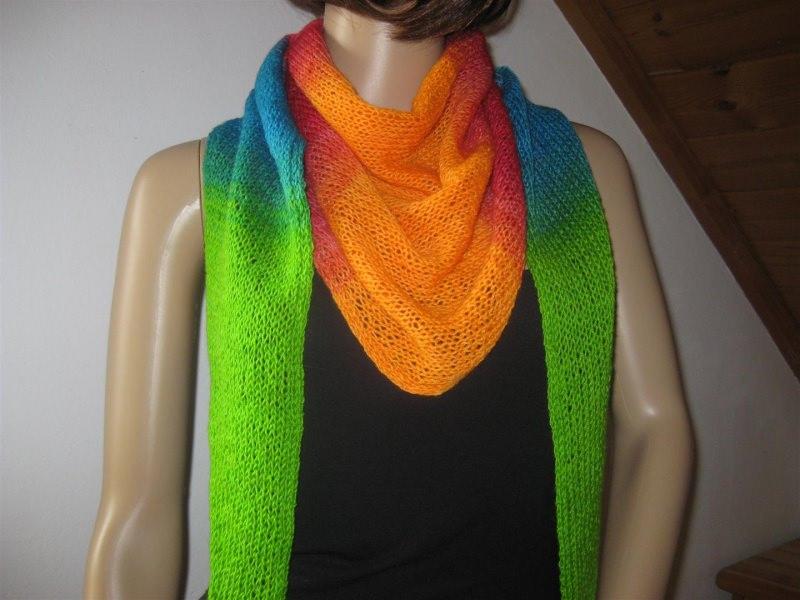 - Dreieckstuch, Schaltuch aus handgefärbter Wolle mit langem Farbverlauf, gestrickt  - Dreieckstuch, Schaltuch aus handgefärbter Wolle mit langem Farbverlauf, gestrickt