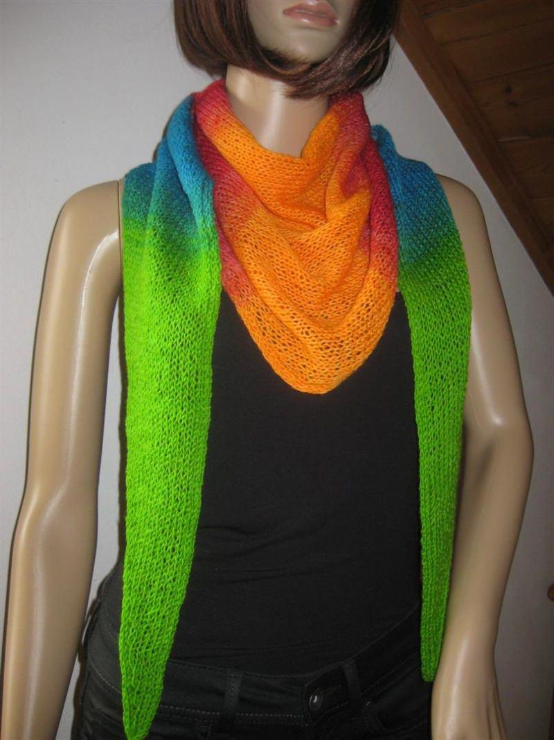 Kleinesbild - Dreieckstuch, Schaltuch aus handgefärbter Wolle mit langem Farbverlauf, gestrickt