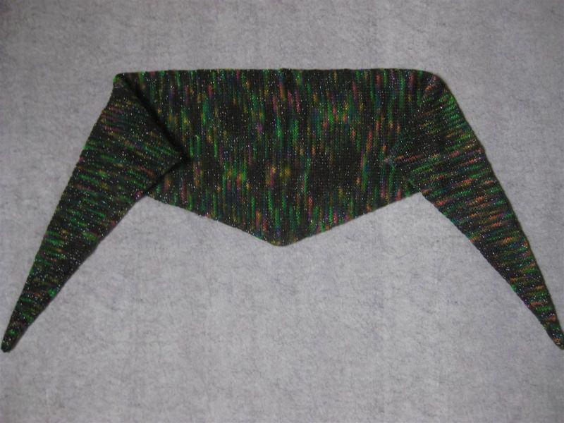Kleinesbild - Schaltuch mit Glitzer aus handgefärbter Wolle, gestrickt, Dreieckstuch, Schal, Stola