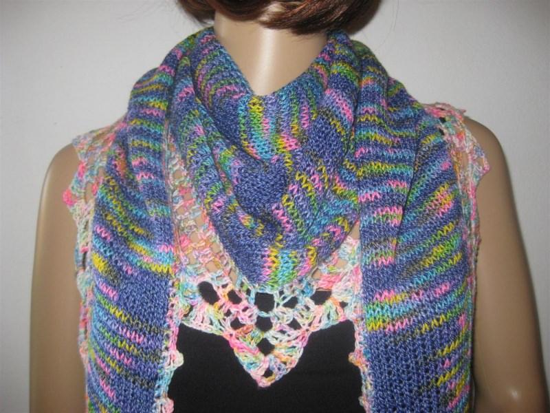 - Dreieckstuch, Schaltuch aus handgefärbter Wolle mit Baumwolle, gestrickt und gehäkelt, Schal, Stola - Dreieckstuch, Schaltuch aus handgefärbter Wolle mit Baumwolle, gestrickt und gehäkelt, Schal, Stola
