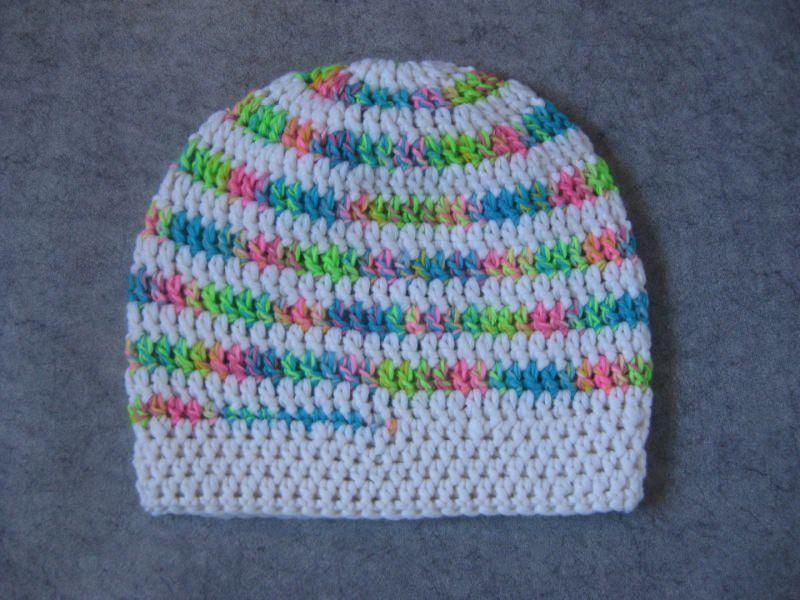 Kleinesbild - Mütze im Spiral-Design gehäkelt, weiß und neonbunt, Beanie, Häkelmütze