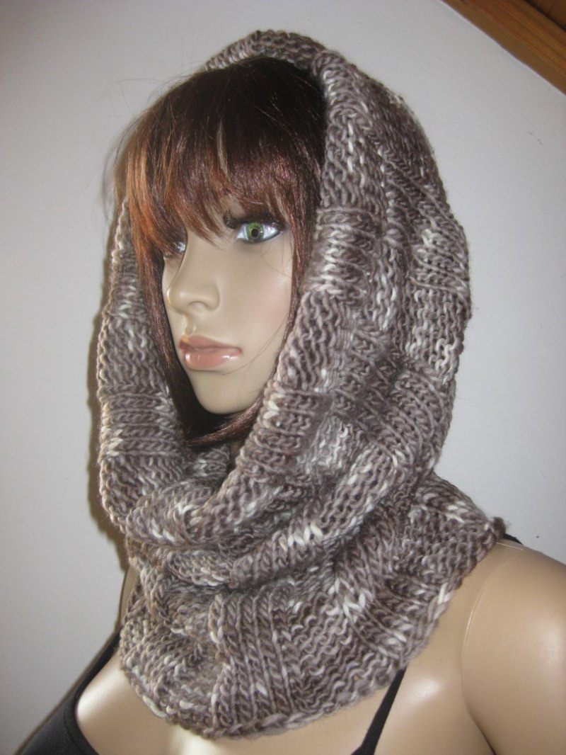 Kleinesbild - Schlauchschal, gestrickt aus weicher handgefärbter Wolle, Loop, Schal