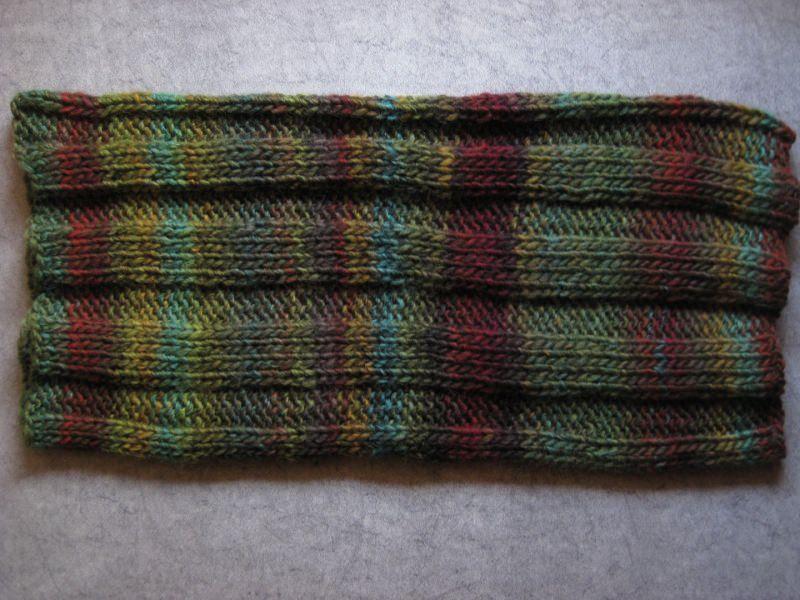Kleinesbild - Schlauchschal, gestrickt mit schönem Farbverlauf, Loop, Schal