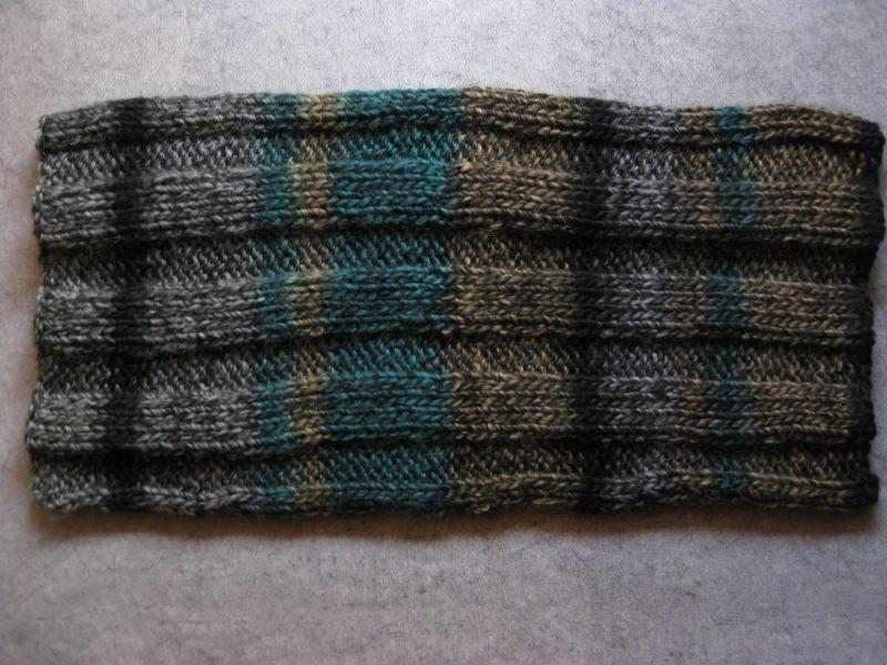 Kleinesbild - Schlauchschal, gestrickt mit schönem Farbverlauf, Loop, Schal,
