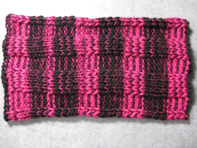 Kleinesbild - Schlauchschal, gestrickt aus dickem Effektgarn, Loop, Schal