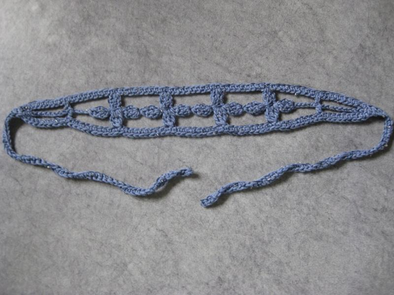 Kleinesbild - Haarband mit kleinen Perlen, Stirnband, Haarschmuck, gehäkelt