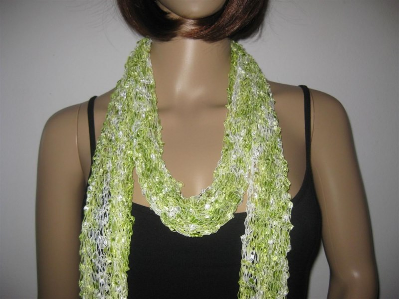 - Schmuckschal, Schal aus tollem Effektgarn, vielseitig zu stylen - Schmuckschal, Schal aus tollem Effektgarn, vielseitig zu stylen