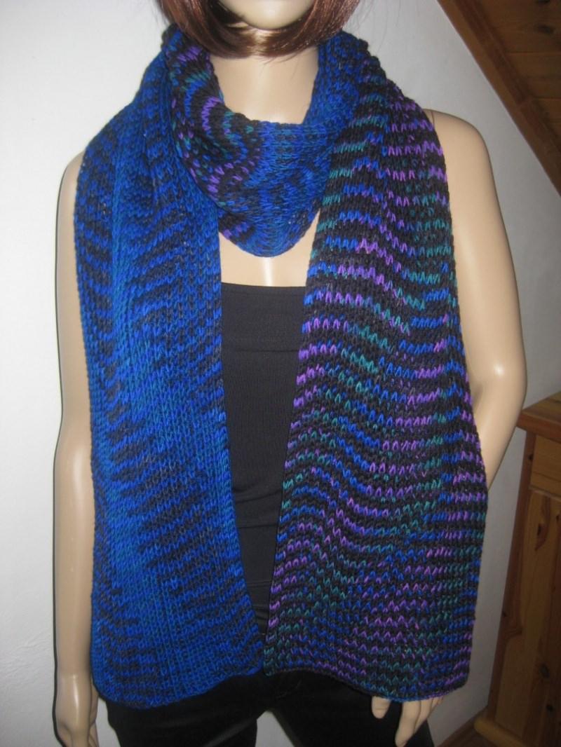 Kleinesbild - Ausgefallener langer Schal, gestrickt, in auffälligen Farben, Stola