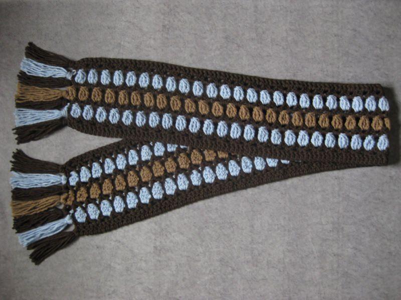Kleinesbild - Langer Schal, gehäkelt, mit auffälligem Muster, Stola