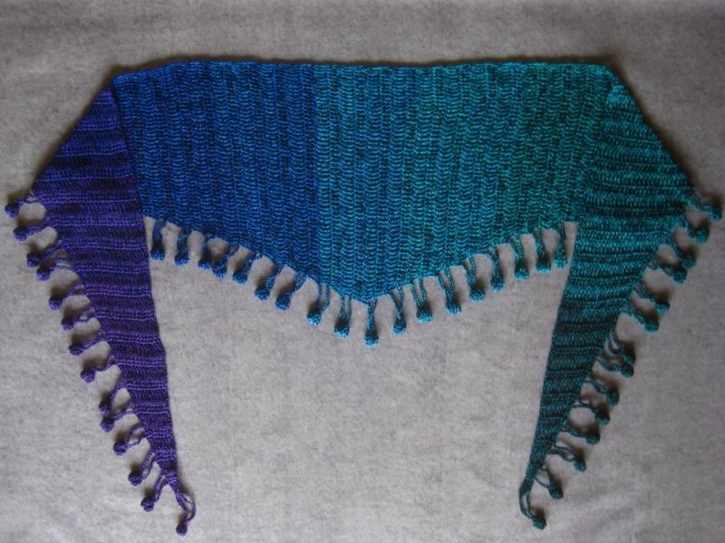 Kleinesbild - Schaltuch mit tollem Farbverlauf und Bommelkante, Schal, gehäkelt