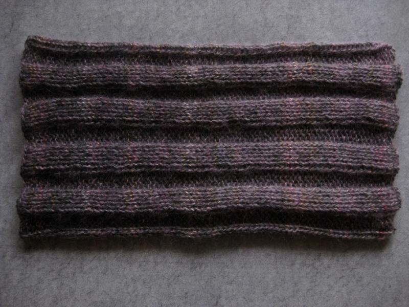 Kleinesbild - Schlauchschal,  gestrickt aus weicher Wolle mit Mohair und Seide, Rundschal, Loop, Schal