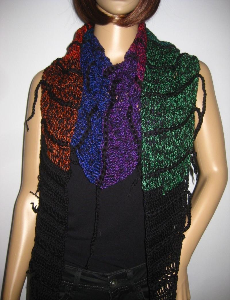 Kleinesbild - Schaltuch mit Fransen und tollem Farbverlauf, aus weicher Baumwolle gehäkelt, Stola, Schal